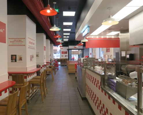 Decoración y colores corporativos Five Guys